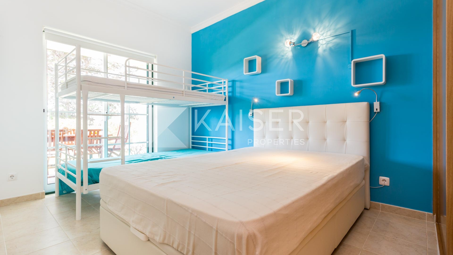 Bright studio apartment with separate sleeping area at a short distance from the beach.